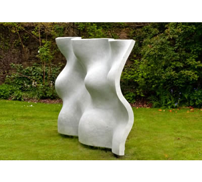 Yen – desire (Old English), 2012, by William Peers, photo: Pooch Purtill. Italian marble, W 262 cm, H 170 cm, D 44 cm. Base: steel – subsoil