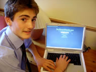 Andrew Davey demonstrates his environmentally-friendly search engine.