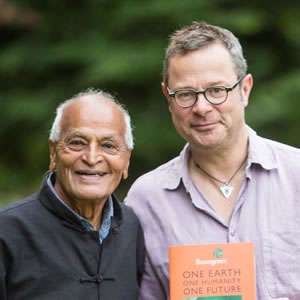 Hugh Fearnley-Whittingstall with Satish Kumar